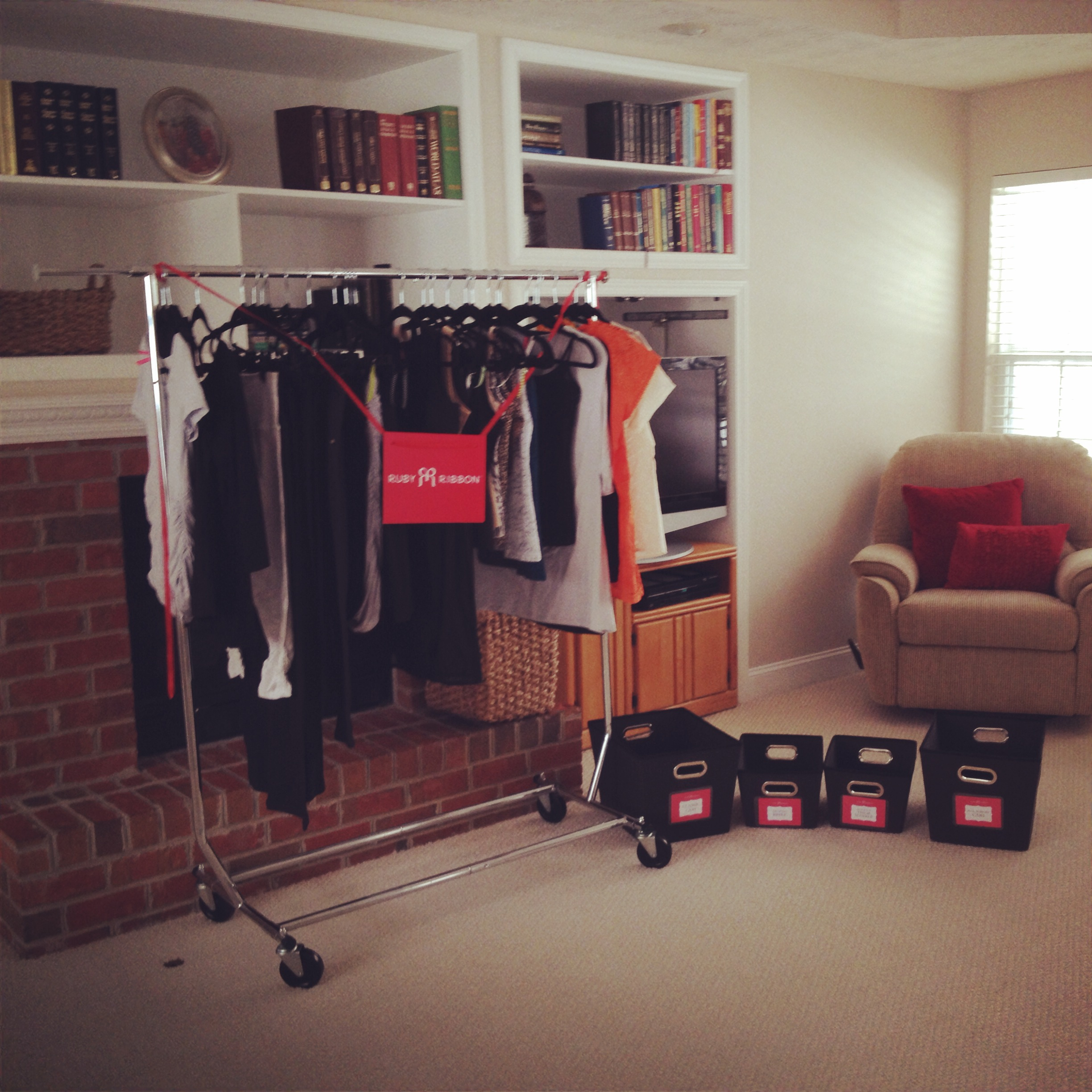 Are You Overwhelmed Every Time You Open Your Closet Door? Do You Want To  Know Your Personal Style? Would You Like To Feel Like A Model Every Day?